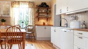 Jak urządzić otwartą kuchnię z jadalnią? Dwie propozycje architektów
