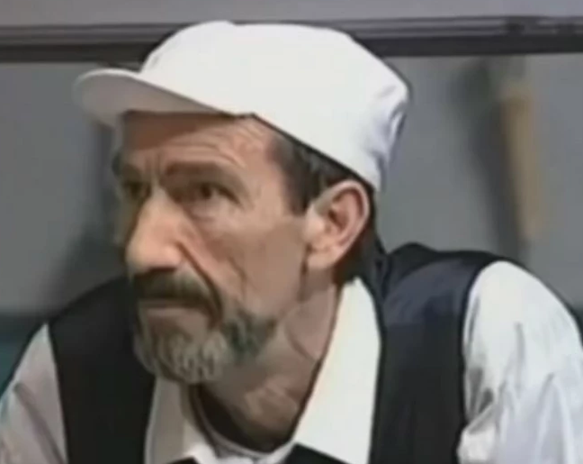 """Obožavali ste ga u seriji """"Porodično blago"""": Glumac se povukao iz javnosti, danas ima 71 godina i izgleda ovako! FOTO"""