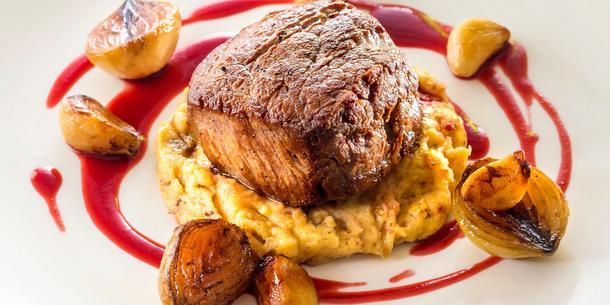 Polędwica wołowa z puree z pieczonych ziemniaków
