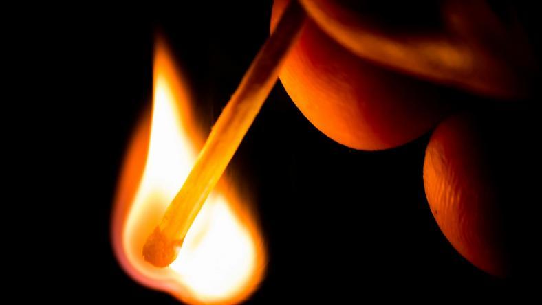 A férfi felgyújtotta a lányt /Fotó: Northfoto - illusztráció
