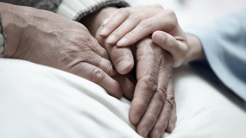 A nagymamát a kórházban lepte meg az ifjú pár/Fotó: Northfoto-illusztráció