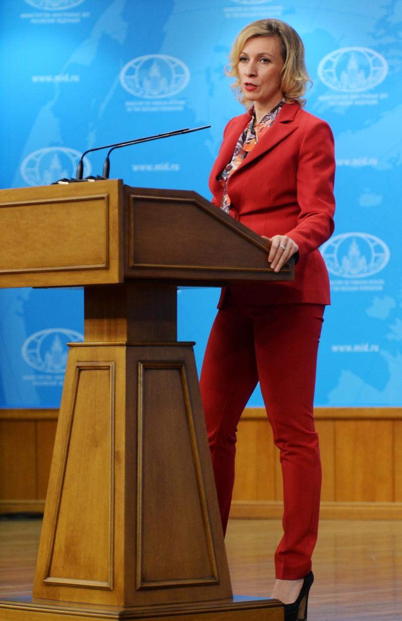Marija Zaharova u crvenom odelu