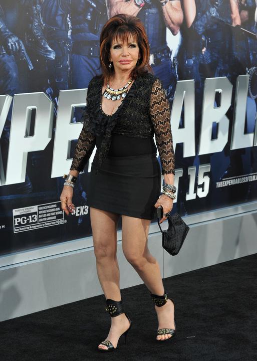 92-letnia Jackie Stallone na czerwonym dywanie. Założyła ...