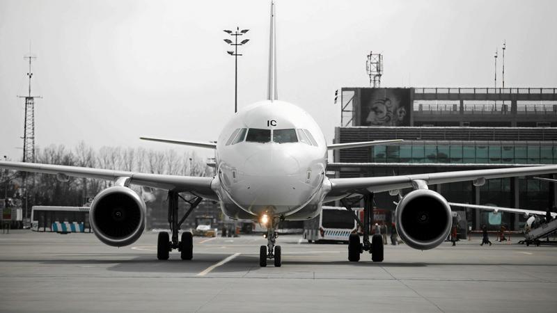 Awaryjne lądowanie samolotu na Lotnisku Chopina w Warszawie
