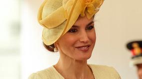 Królowa Letycja z mężem w skromnej stylizacji na spotkaniu z brytyjską królową