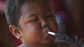Aldi Rizal jako dwulatek był uzależniony od papierosów. Teraz ma pięć lat i jest uzależniony od jedzenia