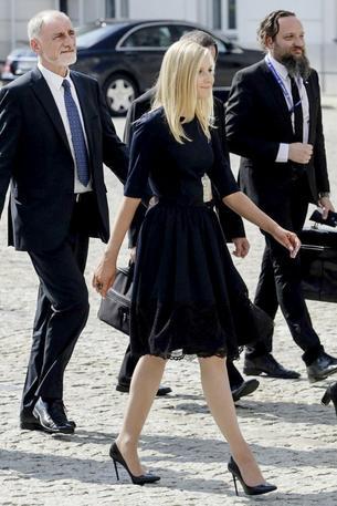 Wiemy, kto zaprojektował sukienki Kingi Dudy!
