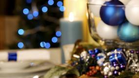 Pięknie przystrojony świąteczny stół