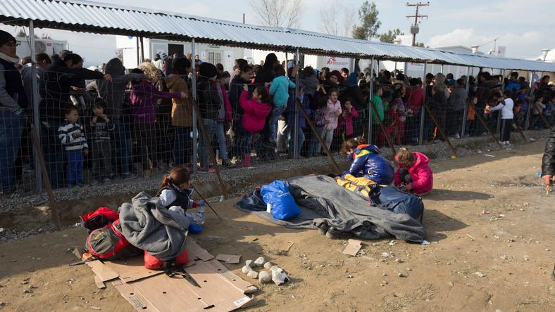 A görög-macedón határon migránsok ezrei várakoznak/ Fotó: Northfoto