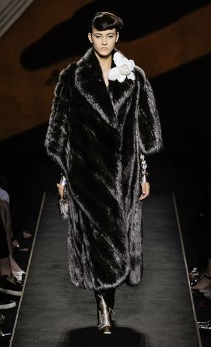 Milion euro za futro Fendi! Czy Karl Lagerfeld oszalał?