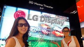 Trójwymiarowy telewizor od LG jest wielkości połowy stołu do ping ponga