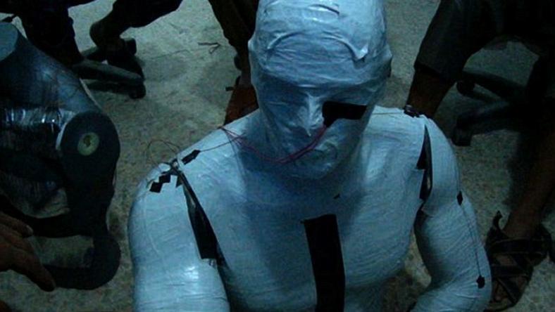 Embermeleg bábút fejlesztettek ki a terrortudósok / Fotó: ISIS - Sky News