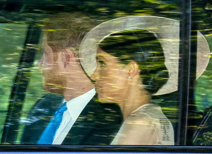 Vagyis hivatalos adatok nincsenek, hogyhétfő óta hol jár Harry herceg és neje.