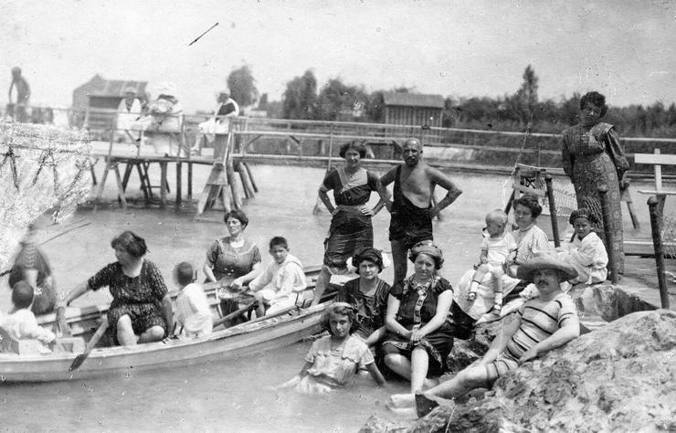 1911 - Strand Balatonalmádinál / Fotó: Fortepan