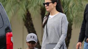Sandra Bullock na spacerze z pięcioletnim synkiem