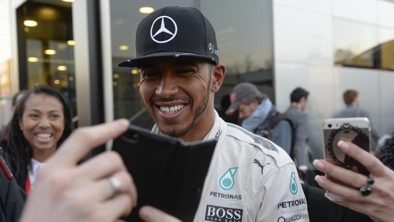 Lewis Hamilton nem örül, hogy a pilóták véleményét nem kérik ki /Fotó: AFP