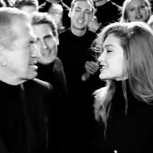 Gigi Hadid i Mario Testino w świątecznej piosence