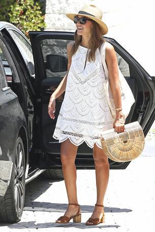Jessica Alba w koronkowej sukience