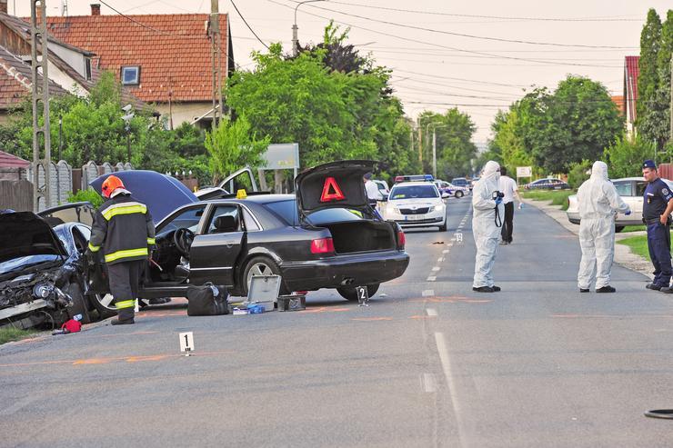 A helyszínen két sérült maradt, a nyolc támadó elmenekült. A rendőrség nagy erőkkel vonult ki, teljes zárás mellett folyik a helyszínelés. / Fotó: Blikk