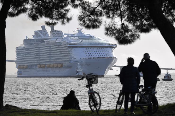 Elképesztő méretű a hajó /Fotó: AFP