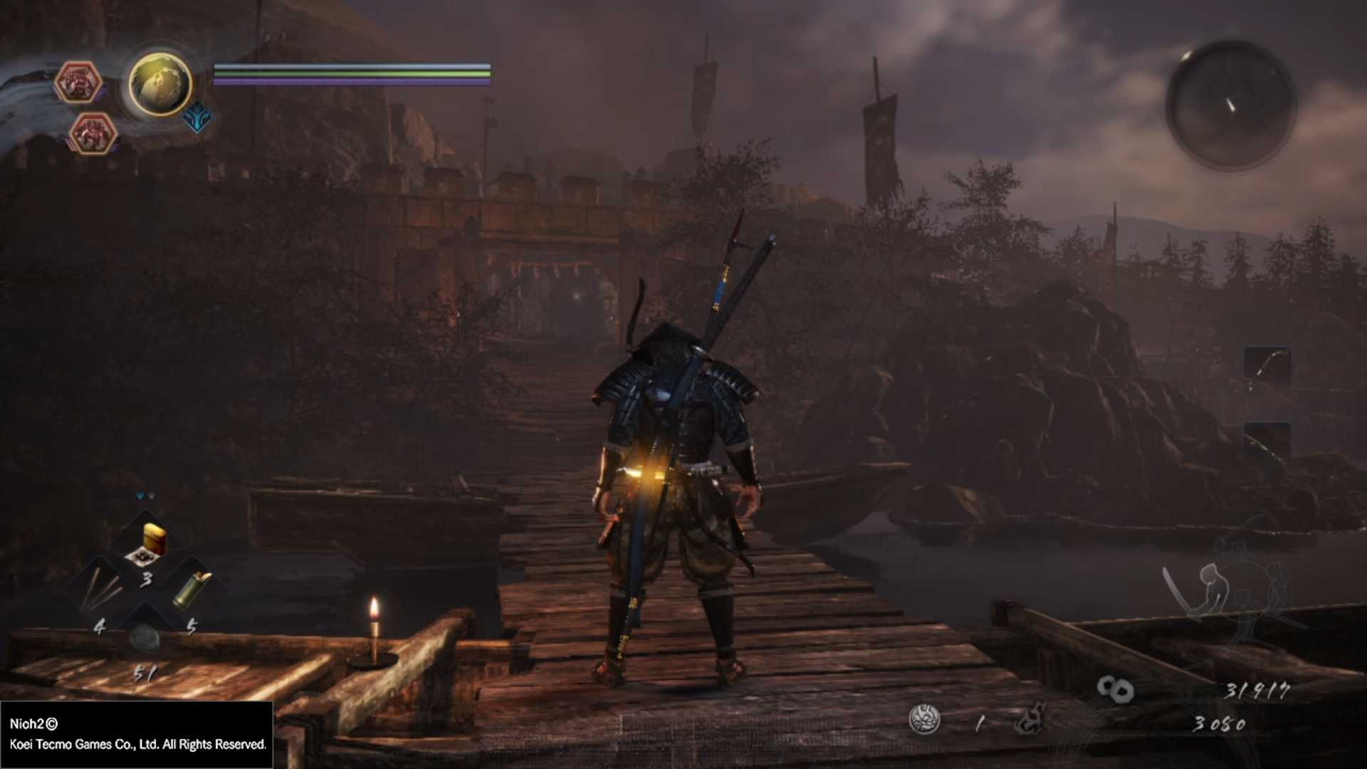 Hra rozhodne nepatrí k tomu najkrajšiemu, čo konzola PlayStation 4 ponúka, no ani sa o to nesnaží. Hlavnou devízou vizuálu je namiesto čo najväčšej miery detailov dôraz na atmosféru. Nakoľko sa mnohé úrovne odohrávajú počas noci, je nutné správne nastaviť svetlosť obrazovky, aby ste dobre videli aj v prípade, že počas súboja rozbijete všetky pochodne navôkol. Zvukový sprievod sa hodí do každej situácie – v nebezpečných súbojoch podčiarkuje napínavosť danej situácie a naopak v pokojných pasážach hráčovi umožní si aspoň na chvíľku vydýchnuť.