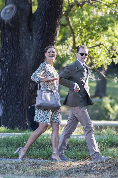 Esztellát édesanyja, Viktória svéd királyi hercegnő (41) és édesapja, Dániel herceg (44) kísérte el a nagy napon /Fotó: Northfoto