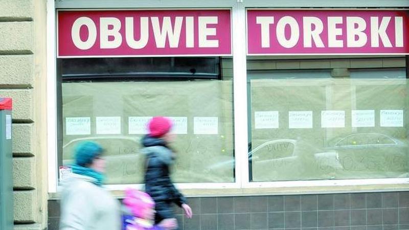 Z Dworcowej, podobnie jak z innych śródmiejskich ulic, uciekają handlowcy.