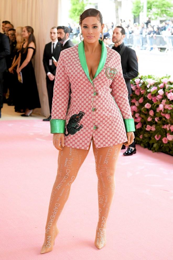 Ashley Graham arrives at the Met Gala 2019 [Credit: Vogue]