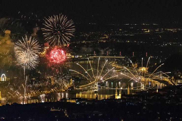 Tűzijáték Budapesten /Fotó: MTI - Kovács Tamás