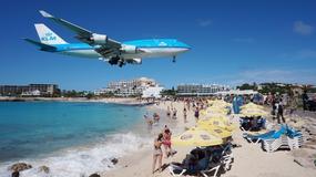 Samolot startował tak blisko plaży, że ludzie zostali zdmuchnięci do wody