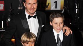 Elegancki David Beckham z synami