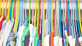 10 niebezpiecznych ubrań dla dzieci