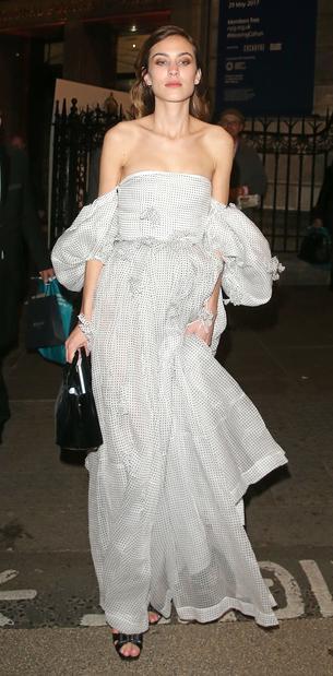 Best Look: Alexa Chung w sukni Loewe