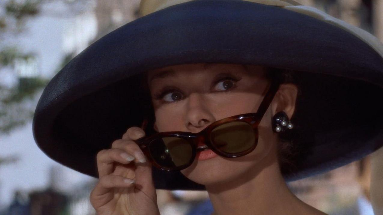 Śniadanie u Tiffany'ego - filmowa Holly Golightly w okularach OG