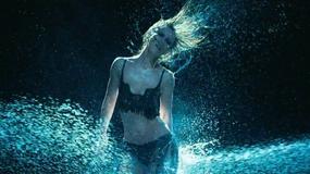 Jennifer Love Hewitt odsłania ciało w klipie