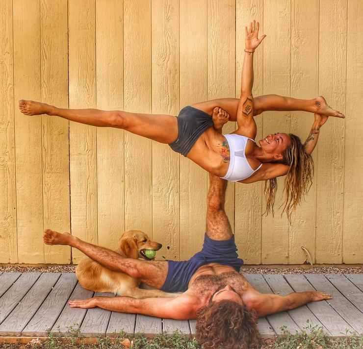 Acro yoga fesztiválon találkoztak, azóta is kitartóan gyakorolnak /Fotó: Northfoto