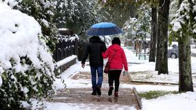 Opady śniegu w Zakopanem. Wzrasta zagrożenie lawinowe w Tatrach