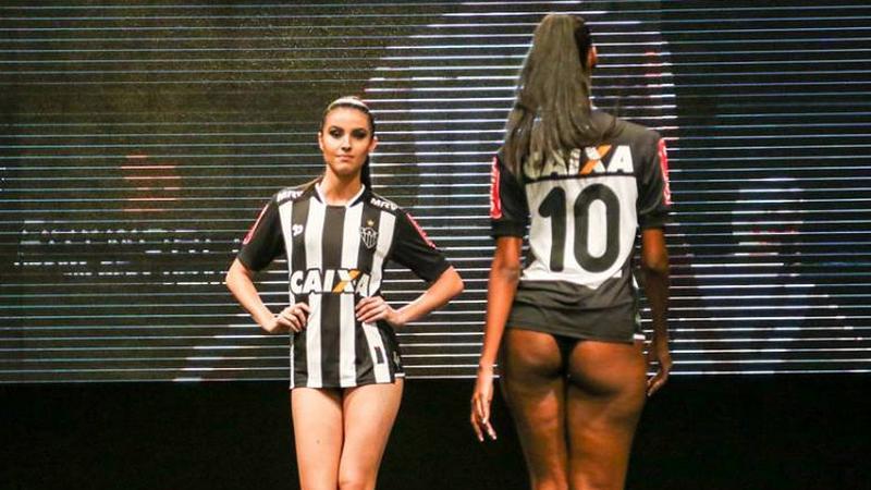 Ennél még kevesebb ruhában is vonultak /Fotó: Facebook/Atlético Mineiro