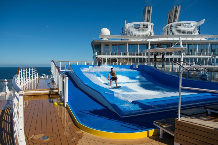 Még szörfözni is lehet a fedélzeten/Fotó: Northfoto