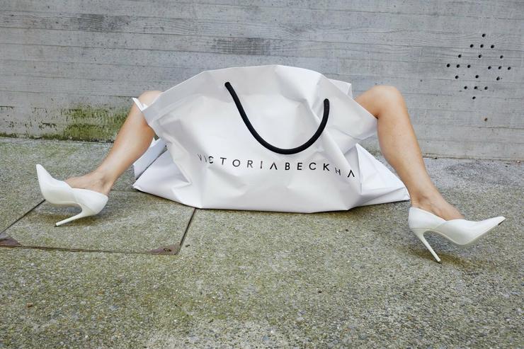 Victoria Beckham új designer pólójának mintázata / Fotó: Profimedia Reddot