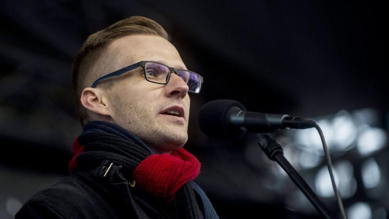 Pukli István gimnáziumi igazgató a tiltakozó akció egyik főszervezője /Fotó: MTI Marjai János
