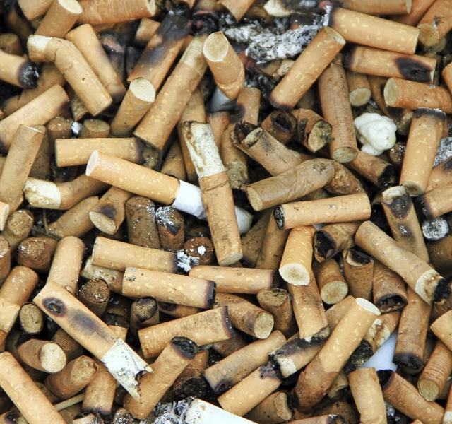 Cigarettafüst. Hogyan távolítsa el a szaga, és a sárga párna a lakásban