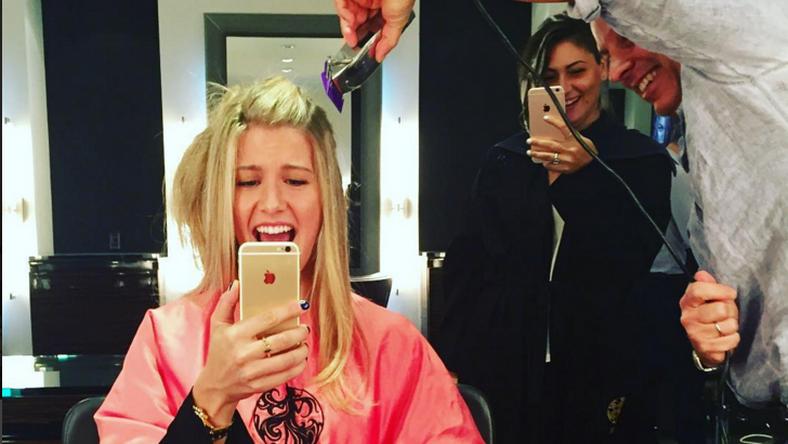Bouchard megszabadult a haja egy részétől /Fotó: Instagram