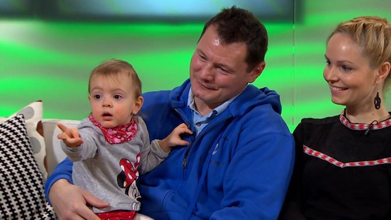 Erdei Zsolt párjával és kisifával közösen a Fem3 Café műsorában / Fotó: TV2