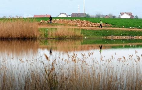 Jezero gde su pronađena tela