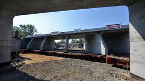 """Ważny etap budowy Trasy Świętokrzyskiej. Tunel """"wjechał"""" w nasyp kolejowy"""