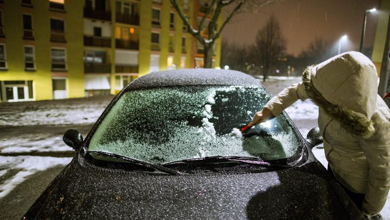Jégkaparásra szükségük lesz az autósoknak / Fotó:MTI-Sóki Tamás