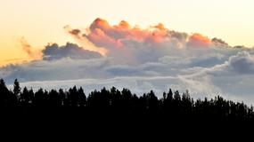 Teneryfa w chmurach. Kusi doskonałą pogodą, przepięknymi krajobrazami i monumentalnymi górami