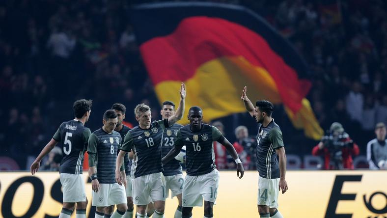 A mezgyártók versengenek a német válogatottért/Fotó: AFP