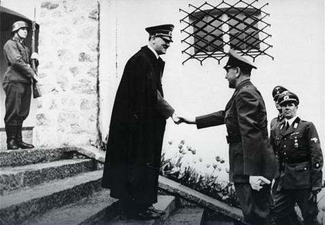 Ante Pavelić se rukuje sa Hitlerom (1941. godina)